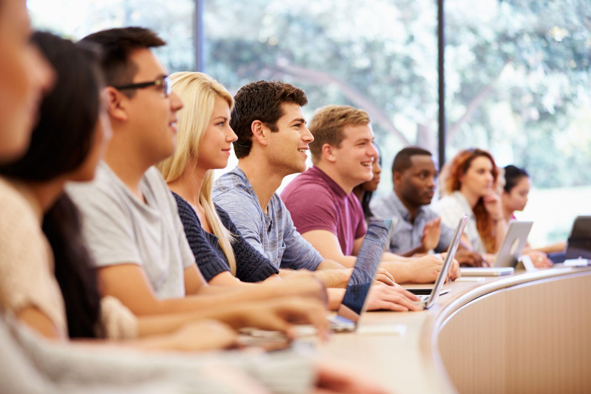 Studenti na přednášce